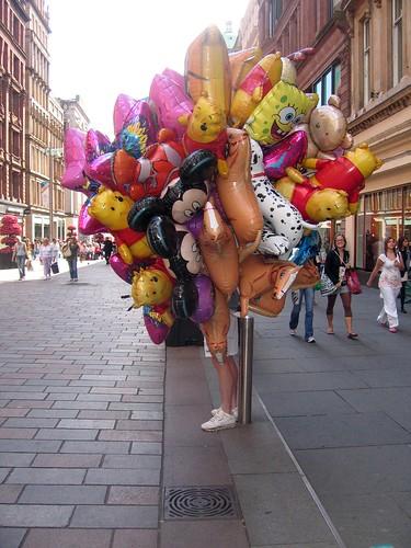 203/365: The balloon seller
