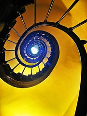 Spiral staircase (Daniel Schwabe) Tags: blue paris france yellow spiral stair staircase fv10 magical interestingness390 i500 abigfave explore23sep07 lpstairs