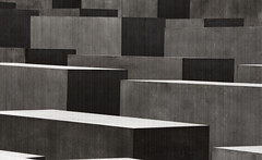 Memorial to the Murdered Jews of Europe (Wolfgang Staudt) Tags: city trip travel blue windows roof summer sky people sun berlin beautiful architecture germany deutschland mirror spring nikon memorial europe nikond70 steel capital hauptstadt unterdenlinden sightseeing sigma tourist jews aussicht parlament viewpoint dach bundestag vacancy regierung brandenburg glas 2007 reise pariserplatz stahl memorialtothemurderedjewsofeurope kuppel wahrzeichen bundesrepublikdeutschland capitalcity kpenik travelphotographie monochromia wolfgangstaudt 66111 berlinjuni2007 flickrdartsbestofthebest