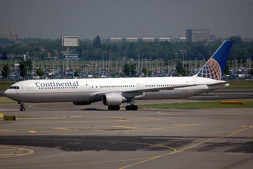 Continental 767-400 N76054