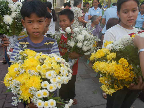 Pinoy Filipino Pilipino Buhay  people pictures photos life Philippinen  菲律宾  菲律賓  필리핀(공화�)  philippines church vendor flowers selling