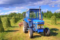 tractor in the hayfield por Henri Bonell