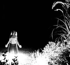 (babette la praline) Tags: flowers light bw woman plants white black flores blanco luz fleurs garden mujer plantas noir lumière femme negro jardin vegetable blanc vegetal plantes végétale lifeinblackandwhite chercherlafemme ysplix heartawards