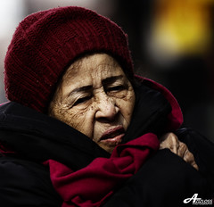 Freezing.. (ZiZLoSs) Tags: new york old woman cold canon square eos time freezing usm aziz abdulaziz  f56l ef400mmf56lusm 450d zizloss  canoneos450d ef400mm 3aziz almanie abdulazizalmanie httpzizlosscom