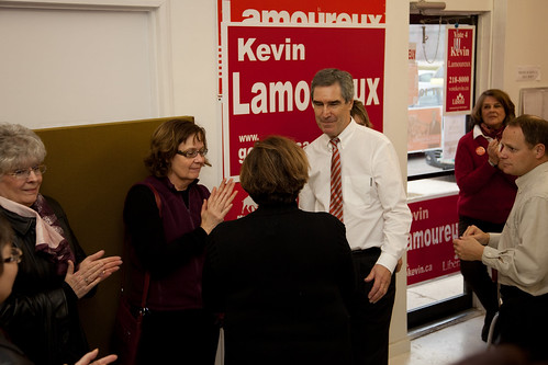 Volunteer thank you visit at Kevin Lamoureux's Winnipeg North campaign office / Visite du chef liberal Michael Ignatieff pour remercier les benevoles