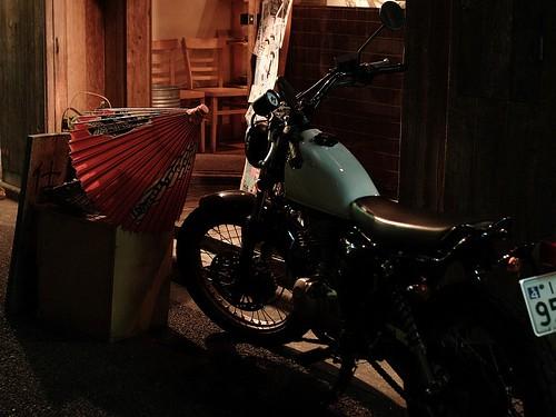 バイクに番傘