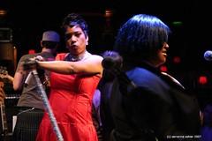 Macy Gray (servanne) Tags: music unitedkingdom live performing jazz jazzmusic jazzcafe inconcert macygray 20062007 img2509 b319 stamacygrayscotts5
