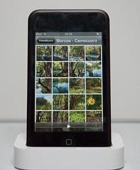 Net als de iPhone heeft de iPod Touch een foto-applicatie waarmee je foto's uit bepaalde mappen (Windows) of uit iPhoto (Mac) kunt bekijken.