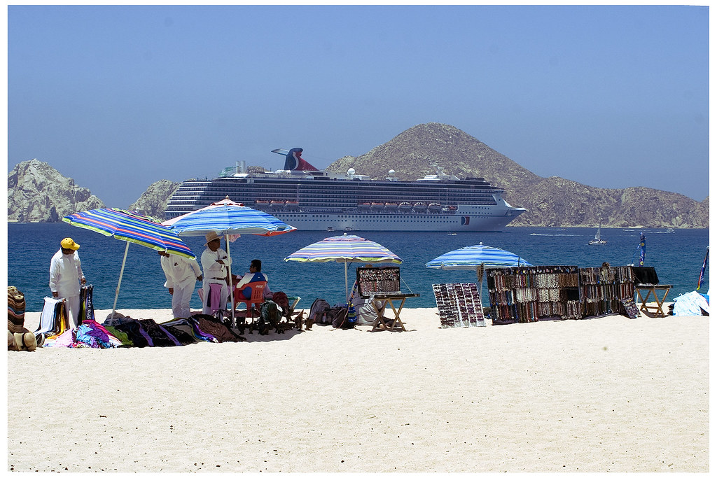 Riu Palace Cabo vendors and cruise ship