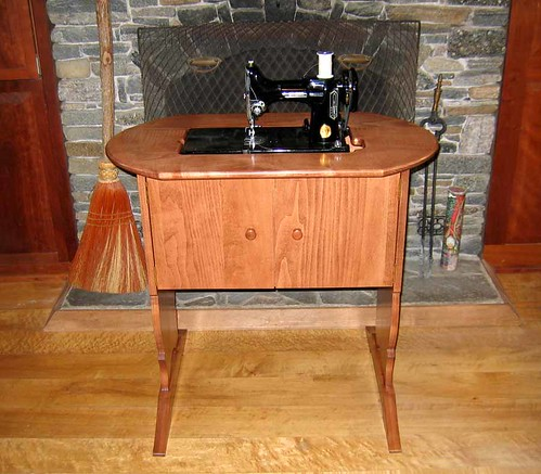 Reproduction Singer Featherweight table