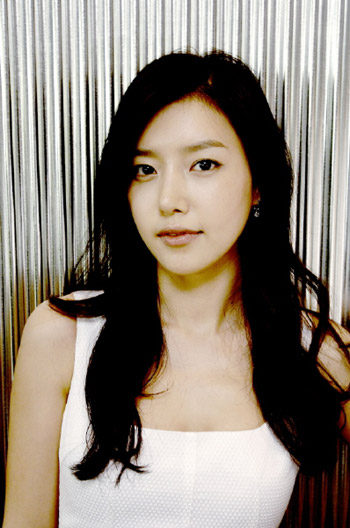 Chae Jung Ahn. Another pretty Korean girl. But I still prefer Yoon Eun Hye! Aja!!!