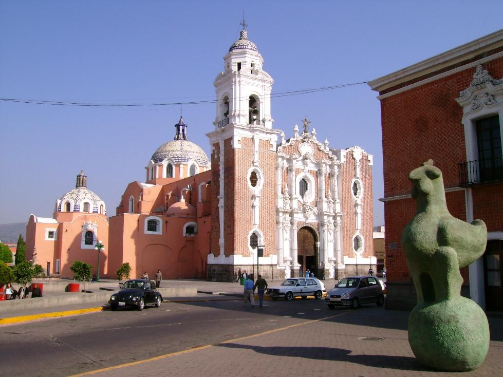 Parroquia de San José junto a Pollo sobre la bola