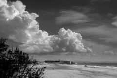 Summer ends (Cracas) Tags: sea sky bw beach portugal clouds sand cascais carcavelos endofsummer vtor cracas diamondclassphotographer ilustrarportugal fortedesjuliodabarra