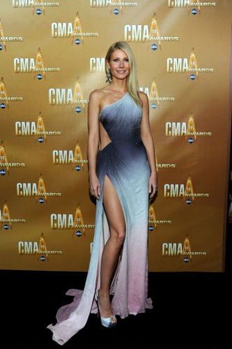 CMA-Awards-2010-Gwyneth-Paltrow-Versace-Atelier-e1289494787935