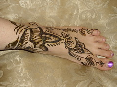 Random on foot (Hiral Henna) Tags: art beautiful tattoo glitter foot pretty indian annarbor vine arabic arbor ypsilanti ann henna mehendi temporary mehndi ypsi shah heena mehandi hiral hiralhenna hiralshah
