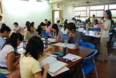 2007年環境新聞編採實戰營,學員們認真的進行分組實作