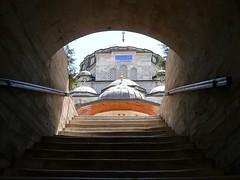 Sokollu Mehmet Paşa Camii, accès ouest par la medersa (cercamon) Tags: istanbul mosque cami estambul mosquée kadirga mimarsinan sokullu sokollumehmetpasha kadırga sokollumehmetpaşacamii sokollumehmetpaşa kadirgasokullumosque