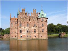 Moat Castle (cats_in_blue) Tags: castle denmark egeskov bigmomma funen thechallengegame challengegamewinner moatcastle tmoacawardwinner yourock1st