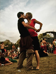 the kiss (_tonidelong) Tags: love festival kiss couple hungary amor budapest sziget beso hungria 2007 ltytrx5