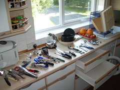 Cleaning the cutlery drawers