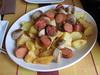 El gato de tres patas: tabla de patatas y salchichas
