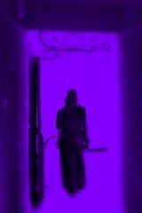 By (k) (Art Urbain) Tags: light eos rebel hall lumire femme violet porte personne marche 500d arturbain sortir eos500d canoneos500d rebelt1i eosrebelt1i canoneoskissx3