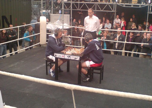 Chess boxing - flckr - saschapohflepp