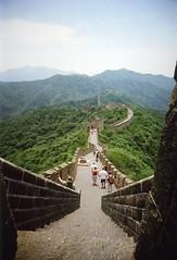 Great Wall of China at Mutianyu #3 (SqueakyMarmot) Tags: china travel asia toycamera unescoworldheritagesite 35mmfilm scanned filmcamera mutianyu greatwallofchina fujicolorsuperiaxtra400 vivitarultrawideslim lppaths