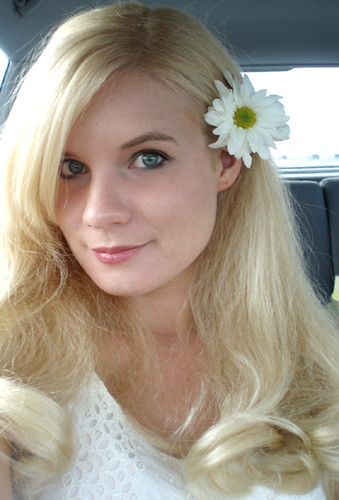 ashley, the daisy princess, is getting married in vegas on sunday