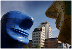 de dialoog (Zino2009 (bob van den berg)) Tags: blue man men art yellow kunst centre entrance geel centrum deventer kunstenaar zadkine sculpure stationsplein jansnoeck mywinners bobvandenberg zino2009 dekassa witteveenbos deleeuwenbrug