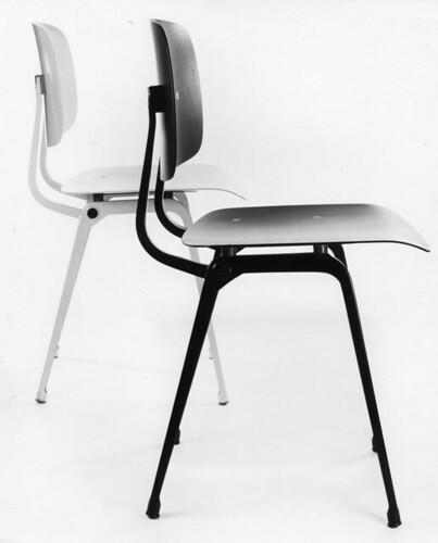 Revolt Chair_Formaat wijzigen