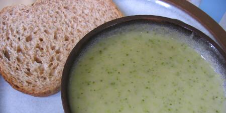 Aardappel-broccolisoep