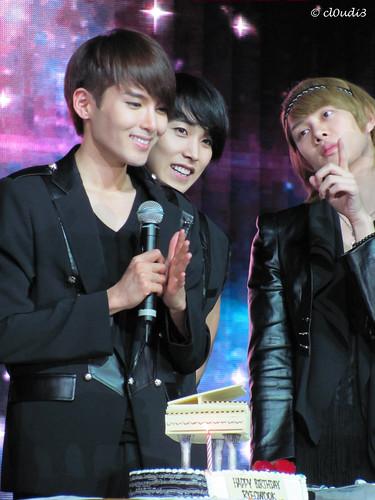 Ryeowooks birthday (With Sungmin & Heechul)