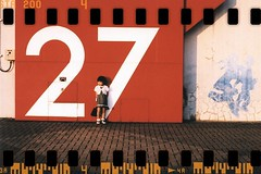 27 (shotam) Tags: film holga fdsflickrtoys minolta daughter fake figure 27 asuka scaned  xe 50mmf17  osakabay  holga holga