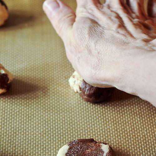 Moonstone Cookies - -flattening dough balls