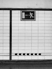 <= <= <= <= <= <= (...uno che passava... (senza ombrello)) Tags: madrid urban bw subway bn nonluoghi nonplace nonlieux bncittà