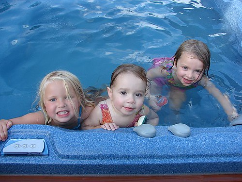 Loaf-Aud-Hay-HotTub-Jul07