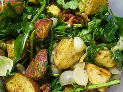 Grilled potatoes with arugula and pearl onions