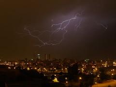 @Rayos en Madrid (gonzaloalbum) Tags: madrid foto cielo fotos tormenta nocturna misfotos rayos gcl photografic top20flickrskylines gonzaloalbum gonzalocostales