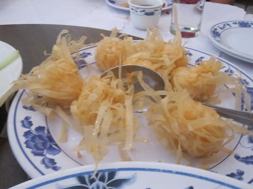 Bird's nest deep fried shrimp dumpling