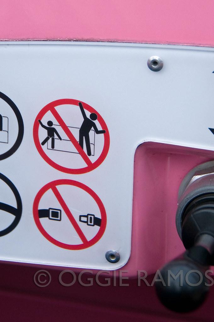 HK Disneyland - Seatbelt Signage