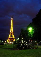 Summer night in Paris (alibaba0) Tags: blue light paris green bike bicycle night eiffeltower eiffel vert bleu toureiffel bicyclette nuit champsdemars vlo defidefi