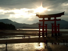 Torii - Miyajima (Hiroshima) (belthelem) Tags: sunset red sea japan sunrise landscape japanese gate shrine hiroshima miyajima ng lovelovelove bigone shinto torii japon magiceye breathtaking gegenlicht claroscuro itsukushima scc the  beautifulearth iwajimi  itsukushimaisland 50faves flickrsbest 5for2 photology anawesomeshot holidaysvacanzeurlaub 200750plusfaves superbmasterpiece diamondclassphotographer flickrdiamond superhearts excellentphotographerawards flickrelite platinumheartaward a3b visofotogrfica
