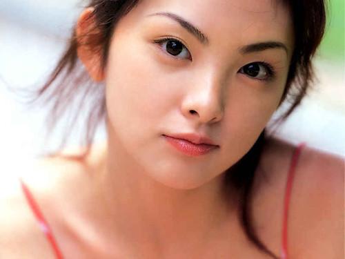 キリっと吊り上がった瞳と眉が可愛い田中麗奈