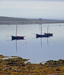 Galway Hookers in Carraroe (kliffklegg) Tags: ireland irish galway reflections boats eire connemara galwayhookers superbmasterpieces kliffklegg