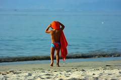 Neno (Matsuo Basho) Tags: blue sea summer people favorite orange beach azul children mar spain flickr gente playa nios galicia galiza verano favoritas naranja bueu cy2 challengeyouwinner impressedbeauty