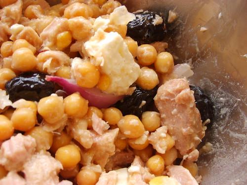 Salade de Pois Chiches au Thon, Olives, Oignons et Feta