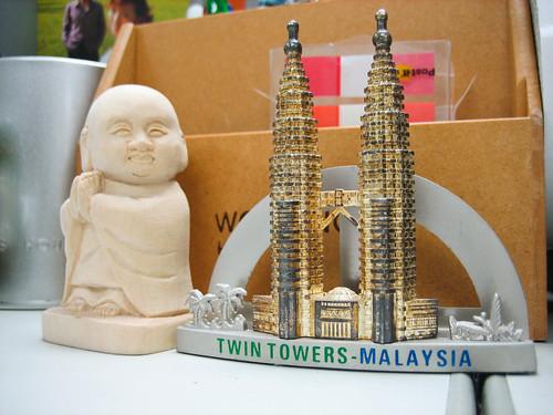 馬來西亞雙子星vs日本北海道木雕