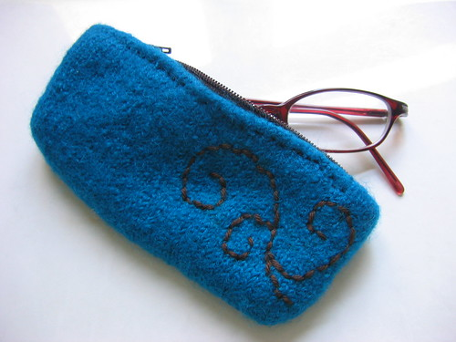glasses case (with glasses)