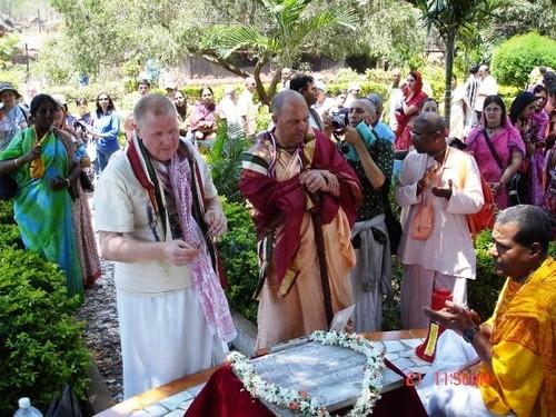 H H Jayapataka Swami in Tirupati 2006 - 0018 por ISKCON desire  tree.